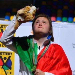 Quattro medaglie d'oro (100 metri, salto in lungo, triathlon con record del mondo e staffetta 4x100), una d'argento quello che ha fatto Nicole Orlando